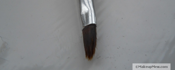 Small lip brush with long bristles