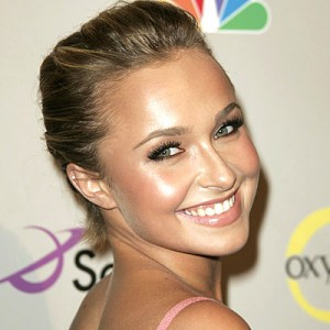 picture of Hayden Panettiere with face highlighters