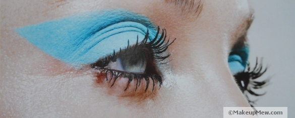 Image of a rich turquoise eyeshadow look
