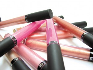 picture of a pile of lip glosses