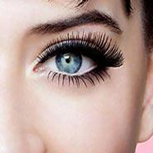 picture of lush, voluminous lashes achieved by the use of mascara